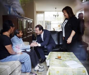 Den Haag, 26 mei 2014 - Werkbezoek minister van Sociale Zaken Lodewijk Asscher aan Molukse gemeenschap in Krimpen ad IJssel Foto: Phil Nijhuis